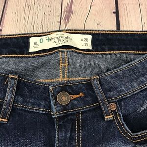Abercrombie & Fitch Jeans - Abercrombie & Fitch Distressed SkinnyJeans Size 6L